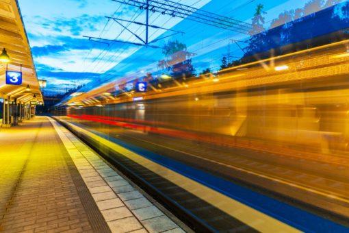 Tapet foto trenuri in gara 10